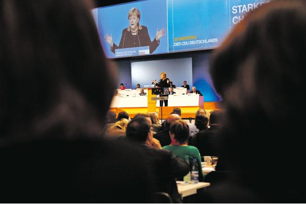 Angela Merkel und die Frauen. Foto: Julia Kneuse.